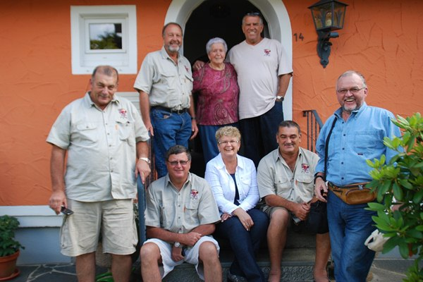 group picture in Freudenstadt with Willy's Mom and sister…