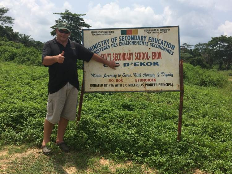 The border town of Cameroun is called Ekok and Andre immediately felt at home here...