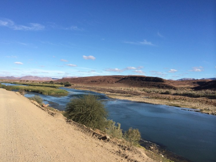 beautiful drive right along the Orange River