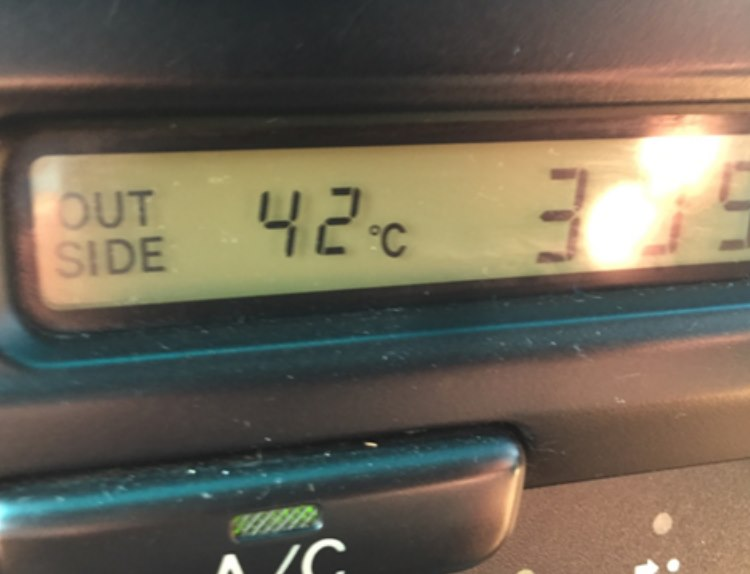 Extreme temperature outside the airconditioned Lipstick