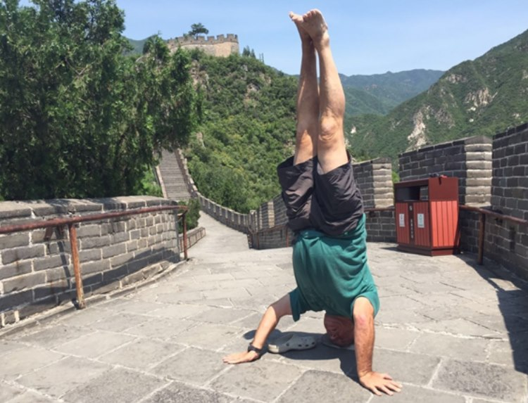 On more level ground – all for you Alex – Willy's headstands on the Great Wall of China…
