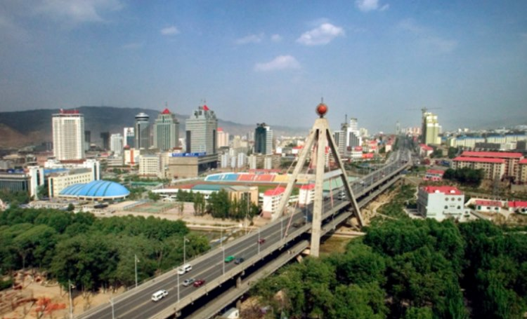 The bridge over the Huangshui River in Xining