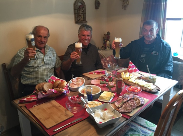 round of beer in Grafenwinn – the hometown of Hans